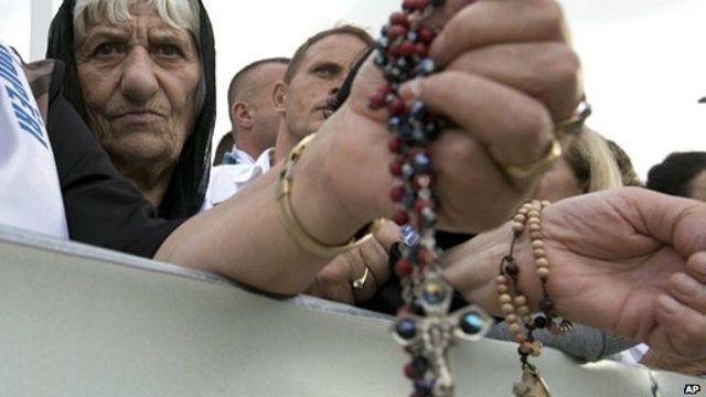 Giáo dân chào đón Giáo hoàng Francis