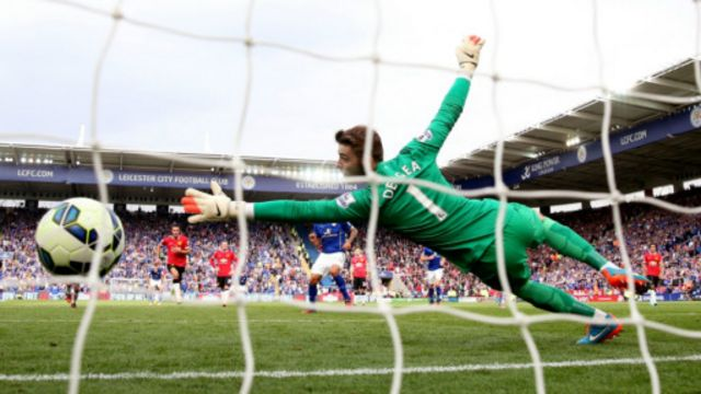 Kipa wa United David de Gea akikosa bao la 5 dhidi ya Leicester