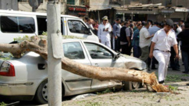 La bombe aurait été cachée sous un arbre.