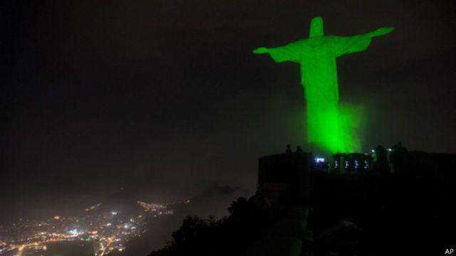 Cristo Redentor iluminado de verde | Foto: AP