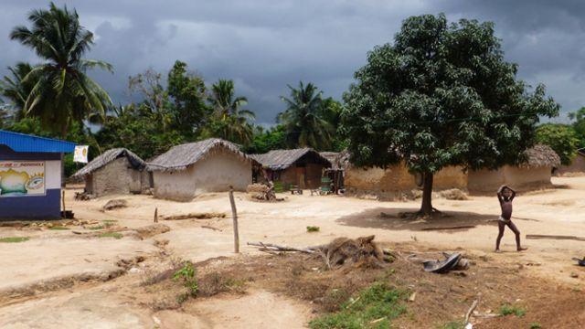 截至2015年,科特迪瓦将在52个小村庄开设丈夫培训班。萨卡索只是其中之一。