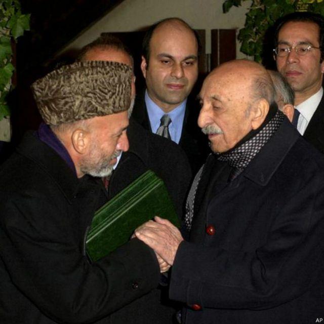 آقای کرزی در هجدهم دسامبر با محمد ظاهر آخرین شاه افغانستان در روم دیدار کرد و از او نسخهای از قرآن را دریافت کرد.