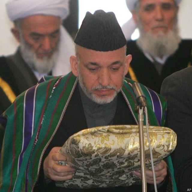رئیس جمهوری افغانستان در دسامبر ۲۰۰۴ رسما به عنوان رئیس جمهوری مراسم تحلیف ادا کرد. آقای کرزی با چالشهایی از جمله مبارزه با فساد، تشکیل دولت، تامین وحدت ملی، مبارزه و مصالحه به مخالفان مسلح دولت و تشکیل نیروی امینتی مواجه بوده است.
