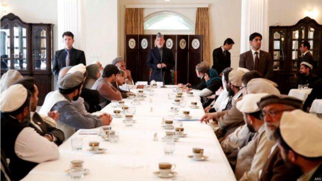 نشستهایی هم با بزرگان محلی، چهرههای جهادی و علمای افغانستان داشت و بیشتر روابط افغانستان با آمریکا و تصامیم خود در مورد نیروهای خارجی را در چنین نشستهایی محک زد.
