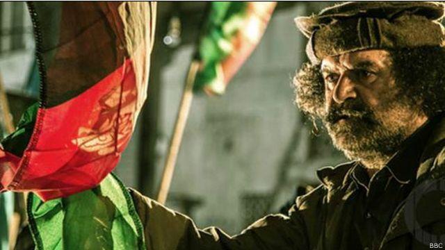 فلم ملٹی لنگول یا کثیر زبانی ہے۔ اس میں اردو، انگریزی، دری اور پشتو مکالمے بھی ہیں۔ یقیناً جب اسے عالمی مارکیٹ کے لیے ریلیز کیا جائے گا تو انگریزی سب ٹائٹل کا طریقہ ہی استعمال کیا جائے گا