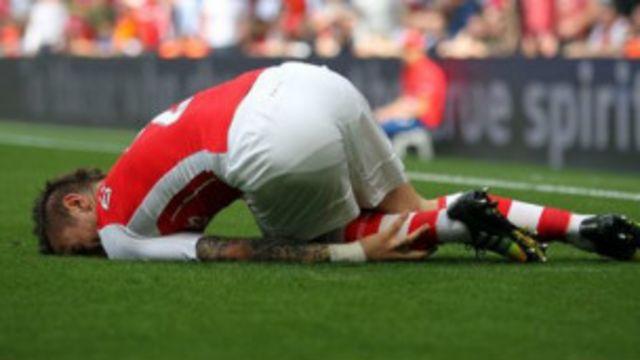 Mathieu Debuchy, umukinyi wa Arsenal, yagize imvune ku jisho ry'ikirenge