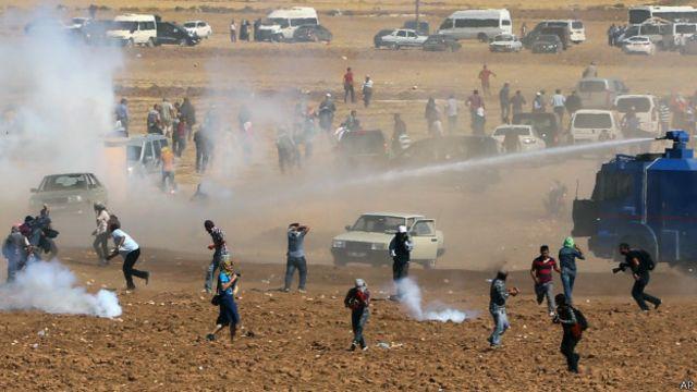 不過庫爾德人和土耳其人之間的由來已久的緊張關係已經浮出水面,周日邊境發生了衝突事件。