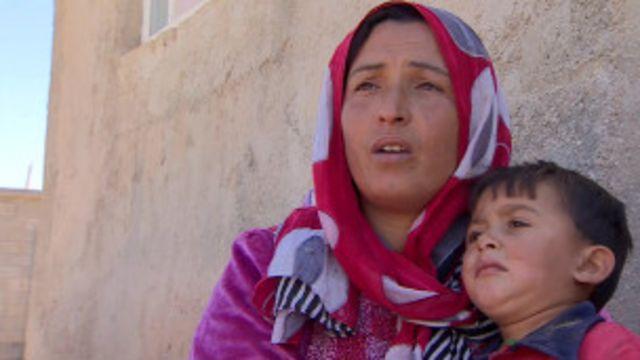 Com medo de 'EI', sírios buscam refúgio na Turquia