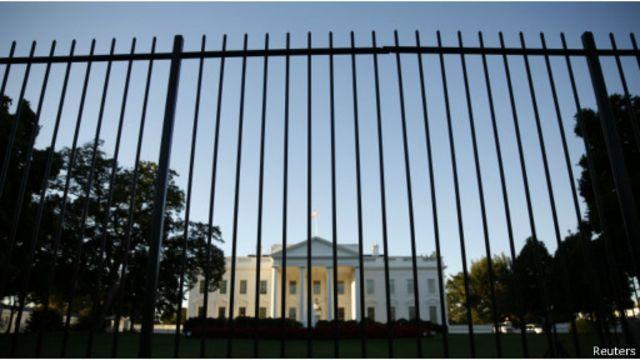 保安方面加強了在白宮周圍的警戒