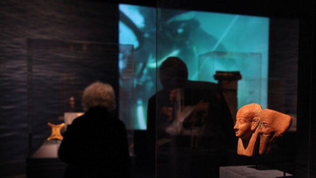 فیلمی از کاوش در زیر دریا در این نمایشگاه پخش می شد