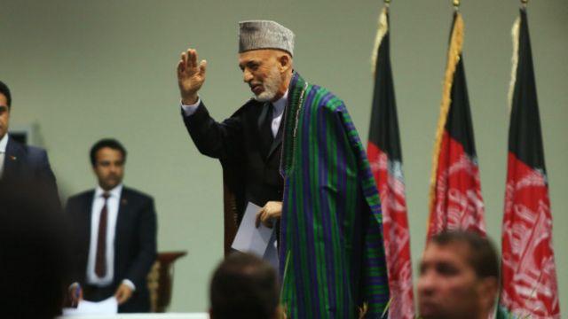 آقای کرزی اولین رئیس جمهوری است که مجال خداحافظی میابد، حکومتهای قبلی در افغانستان عمدتا با خونریزی پایان یافته است