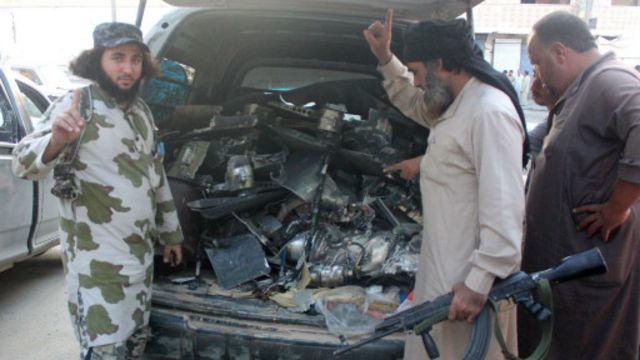 مسلحو التنظيم قالوا إن إحدى الطائرات بدون طيار ارتطمت ببرج اتصالات فسقطت.