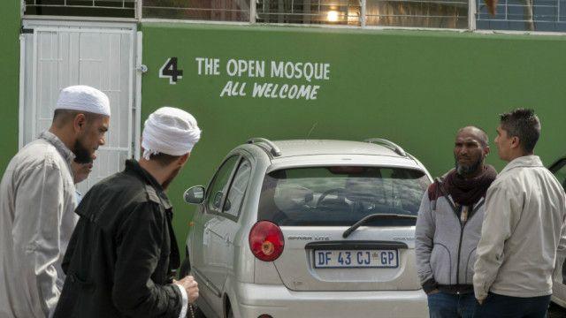 """""""Open Mosque"""" a officiellement ouvert ses portes le 20 septembre malgré de nombreuses critiques."""