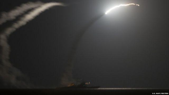 پینٹاگون کا کہنا ہے کہ امریکہ اور پانچ عرب ممالک نے شام میں دولتِ اسلامیہ کے خلاف فضائی حملوں کا سلسلہ شروع کیا ہے۔