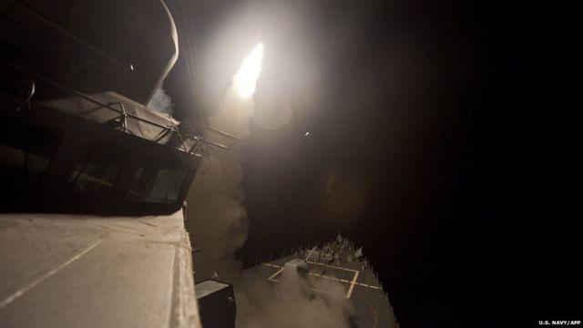 شام کے وزیرِ خارجہ کا کہنا ہے کہ اقوام متحدہ کے ایلچی کو ان حملوں سے متعلق آگاہ کر دیا گیا تھا۔ دولتِ اسلامیہ اس وقت شام اور عراق کے بیشتر حصوں پر قابض ہے۔
