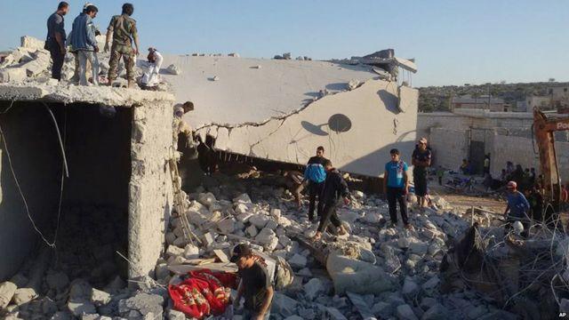 انسانی حقوق کے کارکنوں کا کہنا ہے کہ ان فضائی حملوں میں دولتِ اسلامیہ کے کم سے کم 70  شدت پسند ہلاک ہوئے ہیں۔ شمالی شام کے ایک گاؤں میں ان حملوں کے بعد کے مناظر کی ویڈیو جاری کی گئی ہے تاہم اس مقام کی وضاحت نہیں کی گئی۔