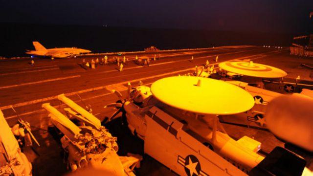 الطائرات الأمريكية أقلعت من حاملة الطائرات جورج دبليو بوش الموجودة في الخليج.