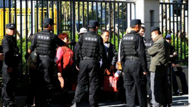 يقول محامو توهتي إن ممثلي العديد من السفارات الأجنبية منعوا من حضور المحاكمة