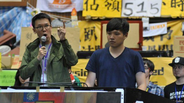 """学生领袖林飞帆(左)、陈为廷参与台湾""""太阳花""""学运,占领立法院。"""