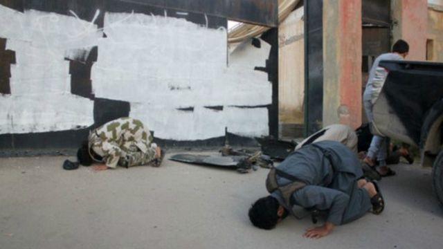 Chiến binh IS cầu nguyện