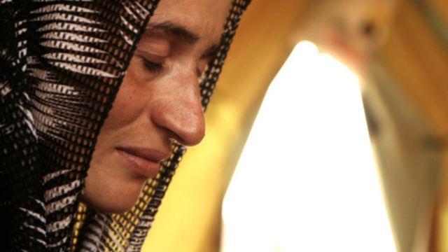 ادلہ کو اپنے گاؤں سے اغوا کیا گیا اور 38 دن قید ہونے کے بعد فرار ہونے میں کامیاب ہوئیں