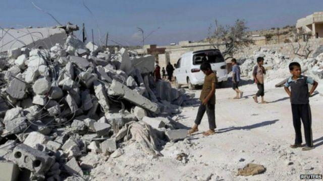 شنت قوات التحالف نحو 16 غارة على مواقع تنظيم الدولة الإسلامية في سوريا.