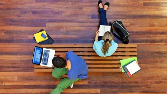 谷歌搜索数据显示,热搜网上课程的数量猛增。