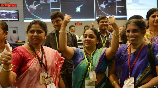Сотрудники космического центра Индии