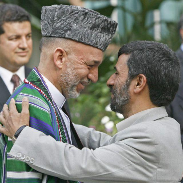 در حاشیه اجلاسی در شهر دوشنبه تاجیکستان آقای کرزی در ژوئیه ۲۰۰۶ با محمود احمدی نژاد رئیس جمهوری قبلی ایران دیدار کرد. آقای کرزی در تعادل به برقراری روابط با غرب و کشورهای همسایه به ویژه ایران محتاط بود.