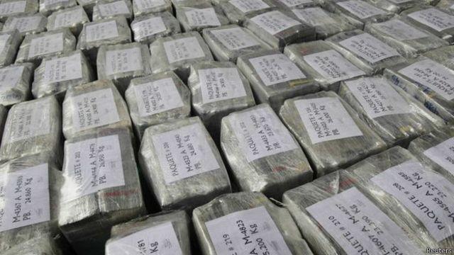 Конфискованный кокаин в пластиковых пакетах