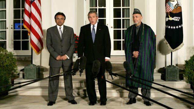 در سپتامبر ۲۰۰۶ آقای کرزی در سفر بعدی خود با جورج بوش رئیس جمهوری وقت آمریکا و پرویز مشرف رئیس جمهوری سابق پاکستان دیدار کرد. آمریکا بارها سعی کرد روابط پاکستان و افغانستان را بهبود بخشد.