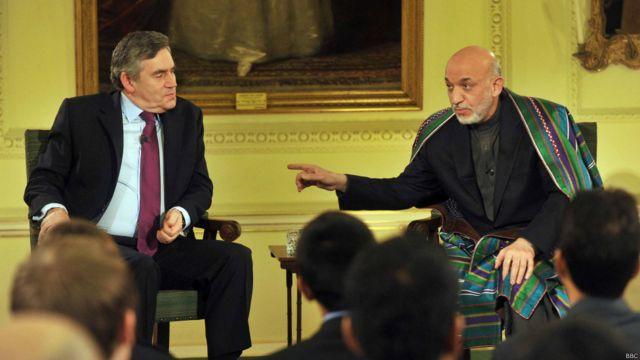 حامد کرزی در سفری به بریتانیا در ژانویه ۲۰۱۰، در بحثی مشترک با گوردن بروان نخست وزیر سابق بریتانیا شرکت کرد و به سوالات دانشجویان جوان افغان و بریتانیای پاسخ گفت.