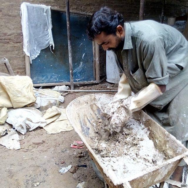 اس چار سو سال قدیم عمارت کے بحالی کے لیے سیمنٹ سے پاک وہی مسالا استعمال کیا جا رہا ہے جو اس کی تعمیر میں استعمال کیا گیا ہے۔