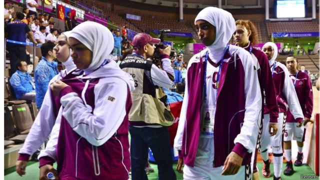 کھیلوں کی بین الاقوامی تنظیم کی جانب سے حال ہی میں نرم کیے گئے ضوابط کے نفاذ کے بارے میں کنفیوژن انچن میں ہونے والے مسائل کا باعث ہو سکتی ہیں
