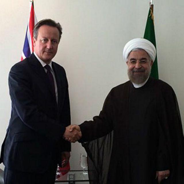 حساب توییتر منتسب به آقای روحانی عکسی از اولین دیدار سران ایران و بریتانیا پس از انقلاب ایران را منتشر کرد