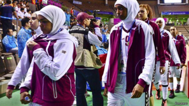 المنتخب القطري هدد بمواصلة مقاطعة المباريات إذا لم تتغير الإجراءات.