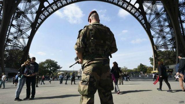 Penjagaan keamanan diperketat di seluruh Prancis, tapi tiga pejihad bisa berkeliaran leluasa.