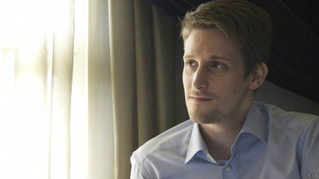 Snowden tinggal di Rusia sejak menjadi buronan AS karena membocorkan pengintaian NSA.