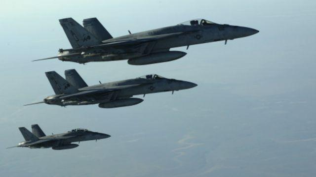 أكدت مصادر امريكية أن قوات التحالف استهدفت مصافي النفط في شمال شرق سوريا