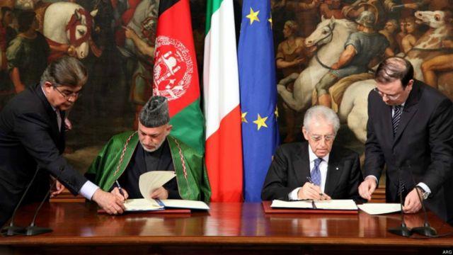 در اوایل سال ۲۰۱۲ آقای کرزی چندین سفر اروپایی داشت و با رهبران کشورهای اروپایی چندین موافتنامه همکاری های درازمدت و راهبردی امضا کرد. او در حال امضای موافقتنامه راهبردی با ماریو مونتی نخست وزیر ایتالیا.