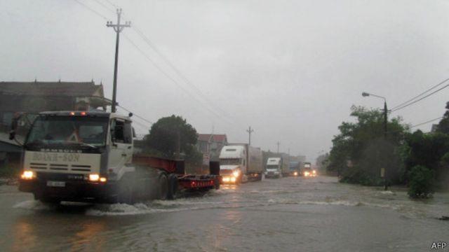 Quốc lộ 1A bị ngập trong đợt mưa bão năm 2013