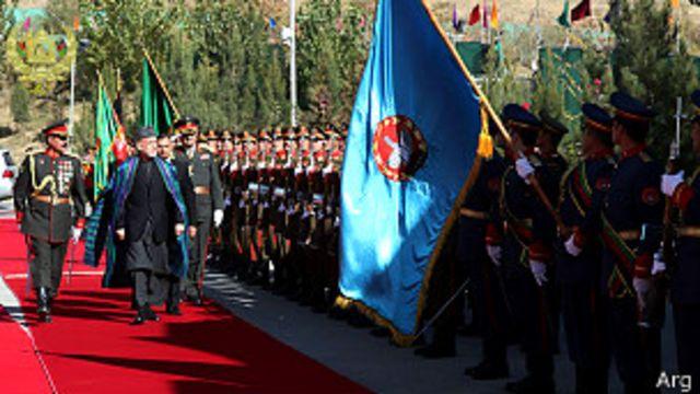 رئیس جمهوری فرمانده کل نیروهای مسلح است