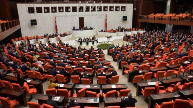 پارلمان ترکیه به دولت اجازه داده برای مقابله با ''گروههای تروریستی'' وارد خاک سوریه و عراق شود