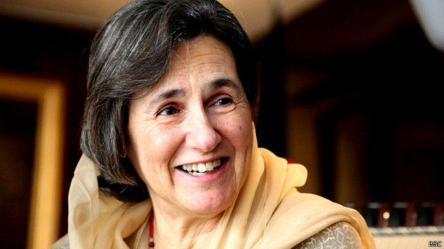رولا غنی در روزنامه نگاری لیسانس دارد و در روابط بینالملل تا فوق لیسانس تحصیل کرده است