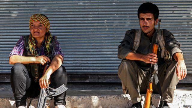 Milicianos kurdos en Kobane
