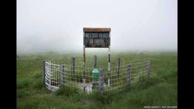 Placa no vilarejo de Mawsynram. (foto: Amos Chapple / Rex Features)