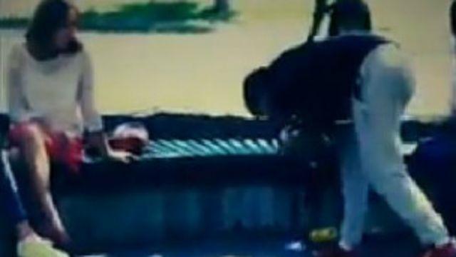 """Учурда активисттер """"Биз таза шаар үчүн"""" деген аталыштагы тазалык акция уштурууда. Анын эрежеси боюнча, шаардын көчөлөрүнөн таштанды терип, аны видео тартып алуу керек"""