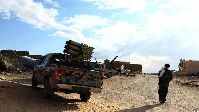 قوات فجر ليبيا نشرت أسلحتها ومنها منصات صواريخ على مشارف بلدة ككلة المرتفعة جنوب غربي العاصمة طرابلس.