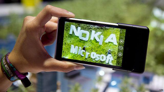 Microsoft полностью приобрел мобильный бизнес Nokia в апреле 2014 года