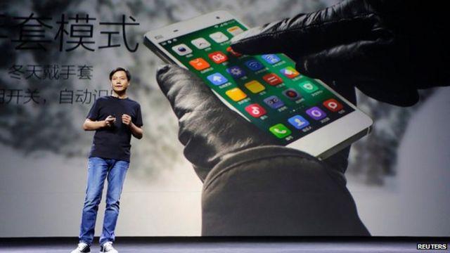 El fundador de Xiaomi Lei Jun durante la presentación del Xiaomi Phone 4